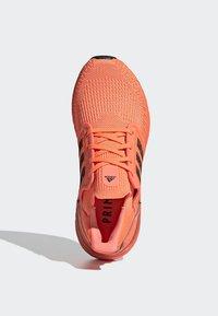 adidas Performance - ULTRABOOST 20 SHOES - Nøytrale løpesko - orange - 2