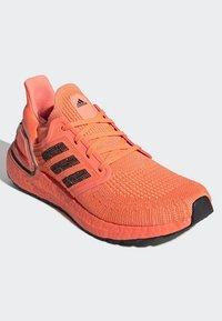 adidas Performance - ULTRABOOST 20 SHOES - Nøytrale løpesko - orange - 3