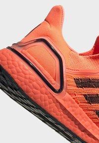 adidas Performance - ULTRABOOST 20 SHOES - Nøytrale løpesko - orange - 9