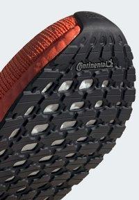 adidas Performance - ULTRABOOST 20 SHOES - Nøytrale løpesko - orange - 7