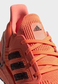 adidas Performance - ULTRABOOST 20 SHOES - Nøytrale løpesko - orange - 8