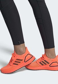 adidas Performance - ULTRABOOST 20 SHOES - Nøytrale løpesko - orange - 0