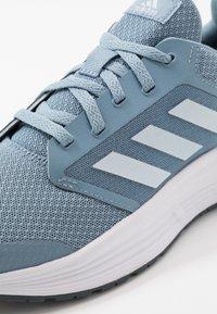 adidas Performance - GALAXY 5 - Obuwie do biegania treningowe - blue/sky tint - 5