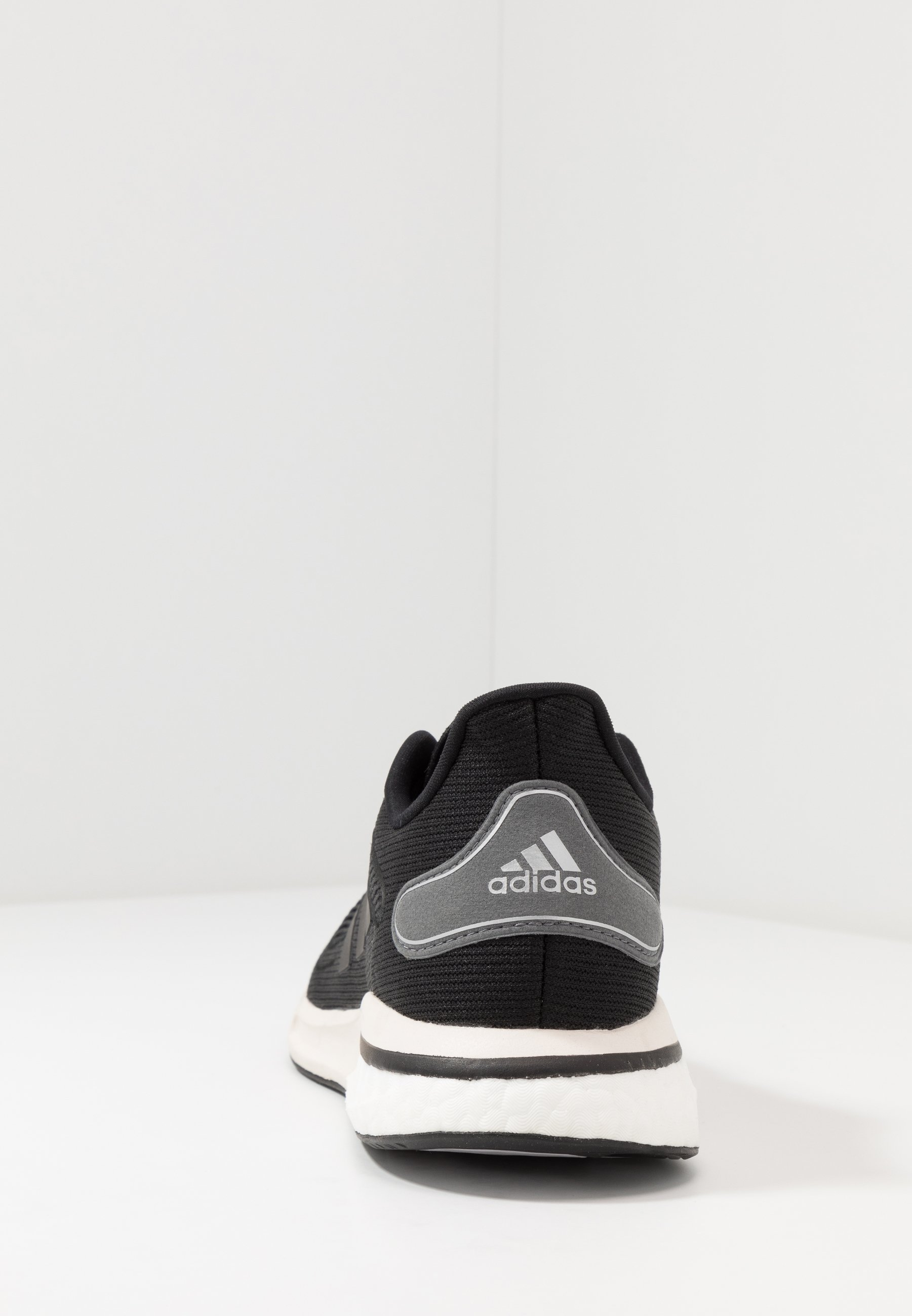 Adidas Performance Supernova - Chaussures De Running Neutres Core Black/grey Six/silver Metallic oLwU7bV