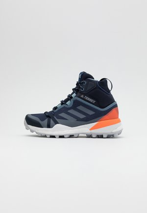 TERREX SKYCHASER GORE-TEX BOOST SHOES - Hiking shoes - tech indigo/grey three/signal coral