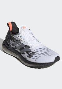 adidas Performance - ULTRABOOST PB SHOES - Obuwie do biegania Szlak - white - 3