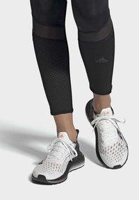adidas Performance - ULTRABOOST PB SHOES - Obuwie do biegania Szlak - white - 0