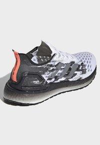 adidas Performance - ULTRABOOST PB SHOES - Obuwie do biegania Szlak - white - 4