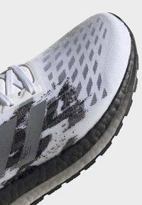 adidas Performance - ULTRABOOST PB SHOES - Obuwie do biegania Szlak - white - 7
