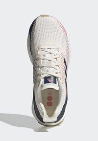adidas Performance - SOLARBOOST 19 SHOES - Zapatillas de running neutras - white - 2