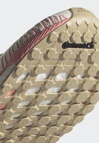 adidas Performance - SOLARBOOST 19 SHOES - Zapatillas de running neutras - white - 6