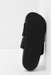 adidas by Stella McCartney - STELLA-LETTE - Sandały kąpielowe - core black/utility black/footwear white - 4