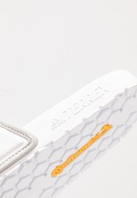adidas Performance - TERREX ADILETTE SLIDES - Badesandale - footware white/grey two - 6