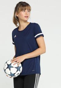 adidas Performance - TEAM 19 - T-shirt imprimé - navy blue/white - 0