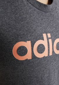 adidas Performance - LIN SLIM - T-shirt med print - dark grey heather - 5