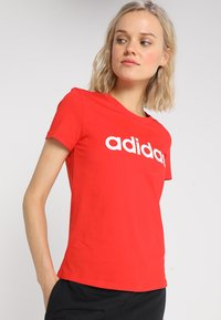 adidas Performance - LIN SLIM - T-shirts med print - actred/white - 0