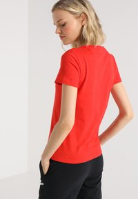 adidas Performance - LIN SLIM - T-shirts med print - actred/white - 2