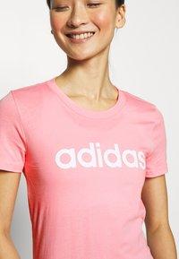 adidas Performance - ESSENTIALS SPORTS SLIM SHORT SLEEVE TEE - T-shirts print - pink/white - 4