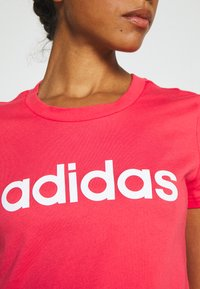 adidas Performance - ESSENTIALS SPORTS SLIM SHORT SLEEVE TEE - T-shirt print - pink/white - 5