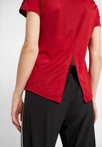 adidas Performance - 3S TEE - T-shirts med print - active maroon/black - 4