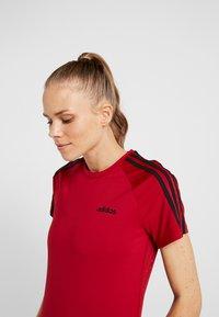 adidas Performance - 3S TEE - T-shirts med print - active maroon/black - 3