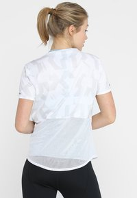adidas Performance - OWN THE RUN TEE - T-shirt con stampa - white/greone - 2