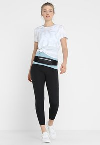 adidas Performance - OWN THE RUN TEE - T-shirt con stampa - white/greone - 1
