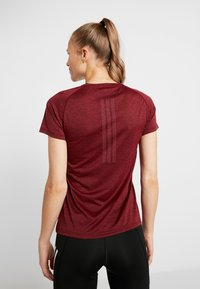 adidas Performance - TECH PRIME - T-shirts med print - active maroon/heather - 2
