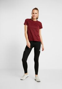 adidas Performance - TECH PRIME - T-shirts med print - active maroon/heather - 1