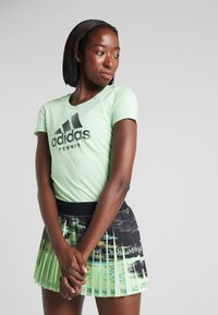 adidas Performance - CAT LOGO TEE - T-shirts med print - green - 0