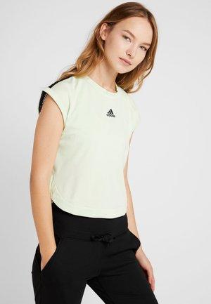 WOMENS TEE 2-IN-1 - T-shirt imprimé - glowgreen/black