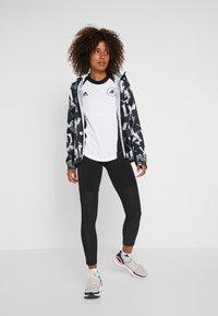 adidas Performance - SPORT CLIMACOOL WORKOUT GRAPHIC T-SHIRT - Funkční triko - white/black - 1