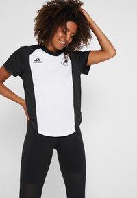 adidas Performance - SPORT CLIMACOOL WORKOUT GRAPHIC T-SHIRT - Funkční triko - white/black - 0