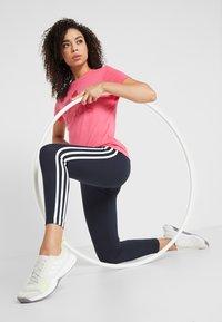 adidas Performance - W MH BOS TEE - Treningsskjorter - pink - 1