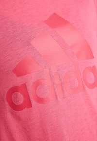 adidas Performance - W MH BOS TEE - Treningsskjorter - pink - 5