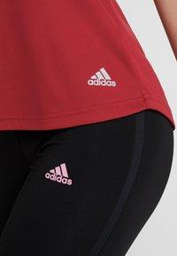 adidas Performance - THE RUN TEE - Printtipaita - dark red - 6