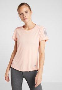 adidas Performance - THE RUN TEE - T-shirt med print - pink - 0