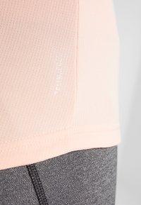 adidas Performance - THE RUN TEE - T-shirt med print - pink - 4