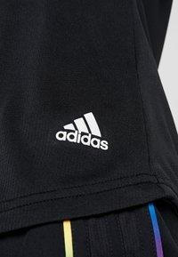 adidas Performance - THE RUN TEE - T-shirt med print - black - 6