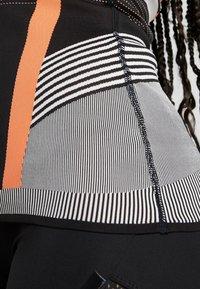adidas Performance - PRIMEKNIT RUNNING TANK TOP - T-shirt de sport - black/chalk white/sesoor - 5