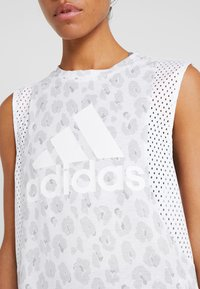 adidas Performance - GRAPHIC TEE - Treningsskjorter - white - 4