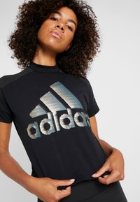 adidas Performance - GLAM TEE - T-shirt con stampa - black - 5