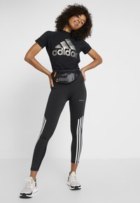 adidas Performance - GLAM TEE - T-shirt con stampa - black - 1