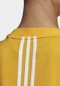adidas Performance - MUST HAVES 3-STRIPES T-SHIRT - T-shirt imprimé - yellow - 3