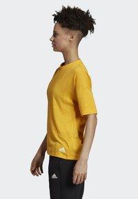 adidas Performance - MUST HAVES 3-STRIPES T-SHIRT - T-shirt imprimé - yellow - 2