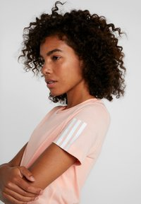 adidas Performance - RUN IT TEE - Printtipaita - glow pink - 5