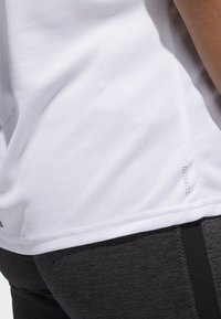 adidas Performance - RUNNING 3-STRIPES T-SHIRT - T-shirts med print - white - 3