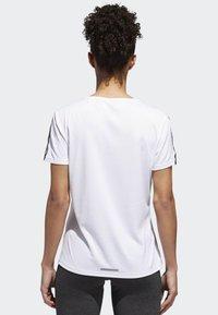 adidas Performance - RUNNING 3-STRIPES T-SHIRT - T-shirts med print - white - 1