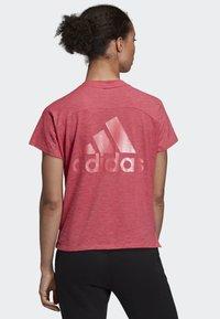 adidas Performance - ID WINNERS ATT-SHIRTTUDE T-SHIRT - T-shirt imprimé - pink - 1