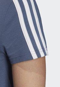 adidas Performance - ESSENTIALS 3-STRIPES T-SHIRT - T-shirt imprimé - blue - 5